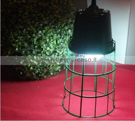 Riciclare i vasetti di plastica dei fiori e trasformarli in originali lampade...