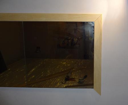 Uno specchio per la camera fai da te con cornici viola e for Cornici muro