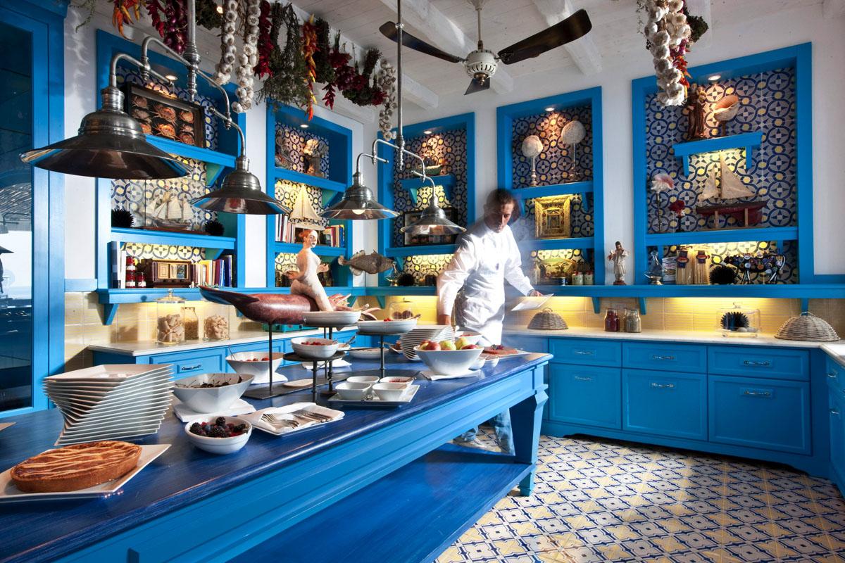 3d Palace Wallpaper Il Riccio Stylish Waterfront Restaurant In Capri