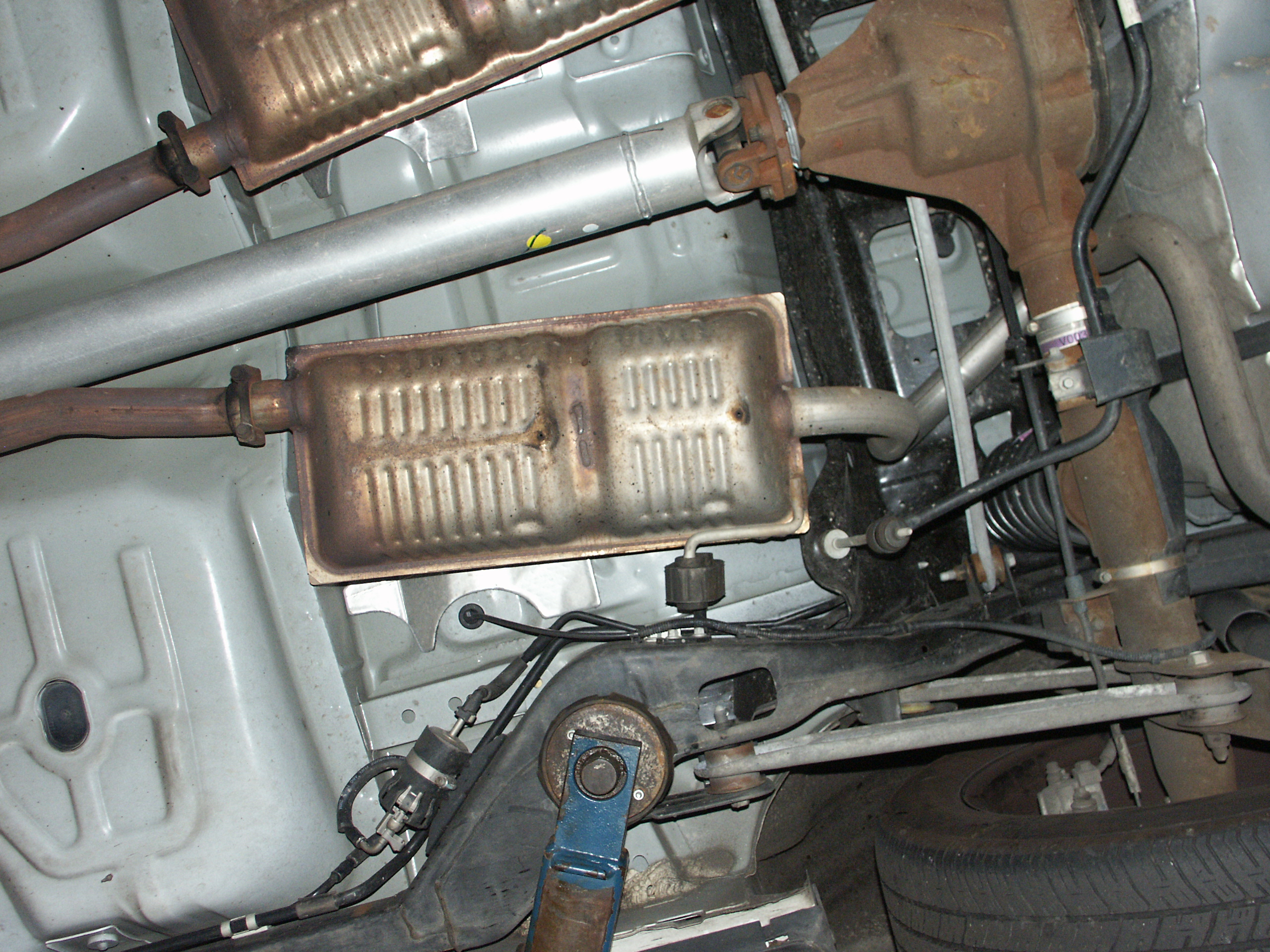 2001 ford crown victoria fuel filter