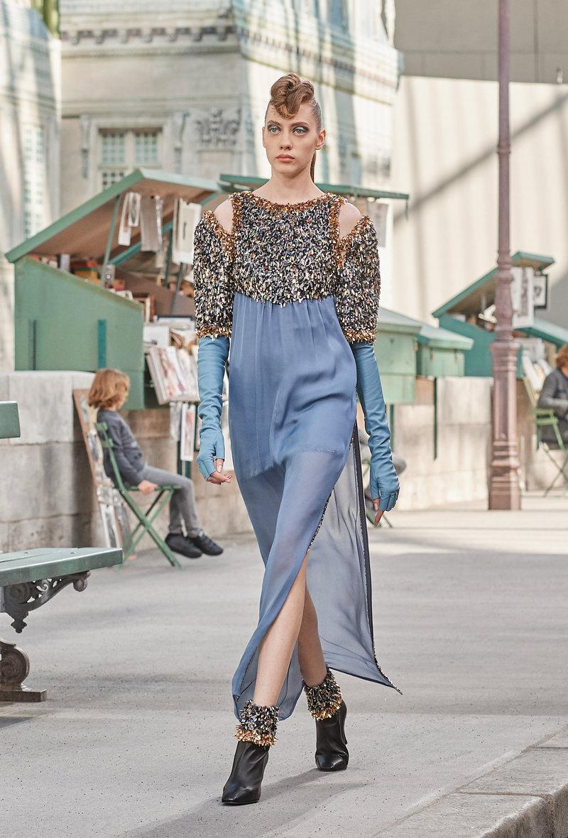 Τα χρώματα του Παρισιού σε ένα φόρεμα.