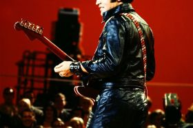 Elvis-Presley-guitar-color