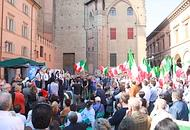"""Bologna - piazza Galvani - la manifestazione """"Fuori!"""" del 26 maggio"""