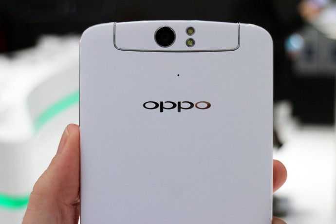 Oppo-N1-hands-on-camera-back-macro