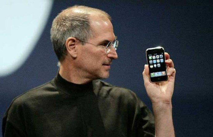 Steve Jobs holds up the 'original iPhone'