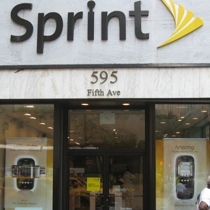 sprint-store11  Federal Justice Department wants to investigate 70% of Sprint purchase  sprint store11