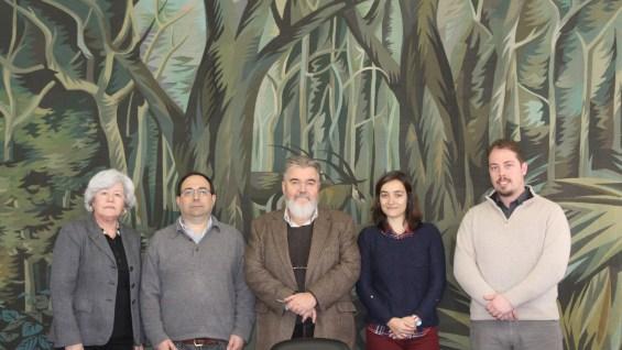 Paulo Ferrinho, diretor do IHMT, (ao centro) e Olga Matos, Fernando Cardoso, Ana Luísa Tomás e Francisco Esteves (da esquerda para a direita)