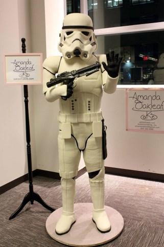 Lebensgroßer Stormtrooper Kuchen vorher