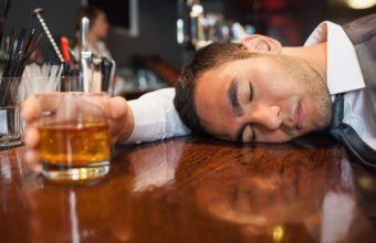 Alcol, esagerare fa venire il cancro