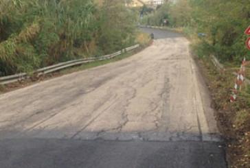 Punta Penna, arriva l'asfalto nuovo, ma a pezzi