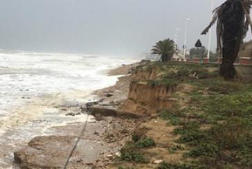 Casalbordino, la mareggiata divora la spiaggia