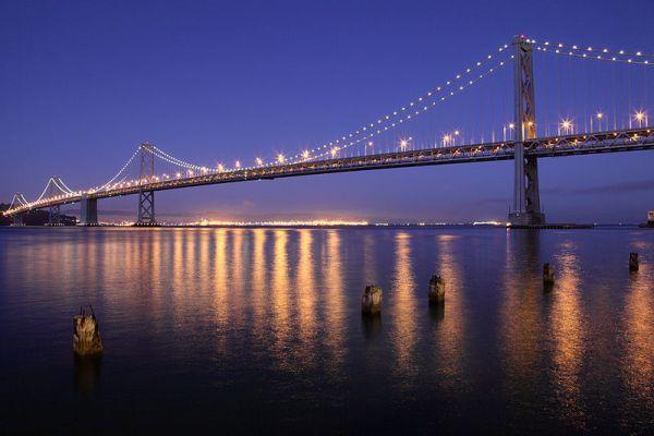 800px-San_Francisco_Oakland_Bay_Bridge_at_night