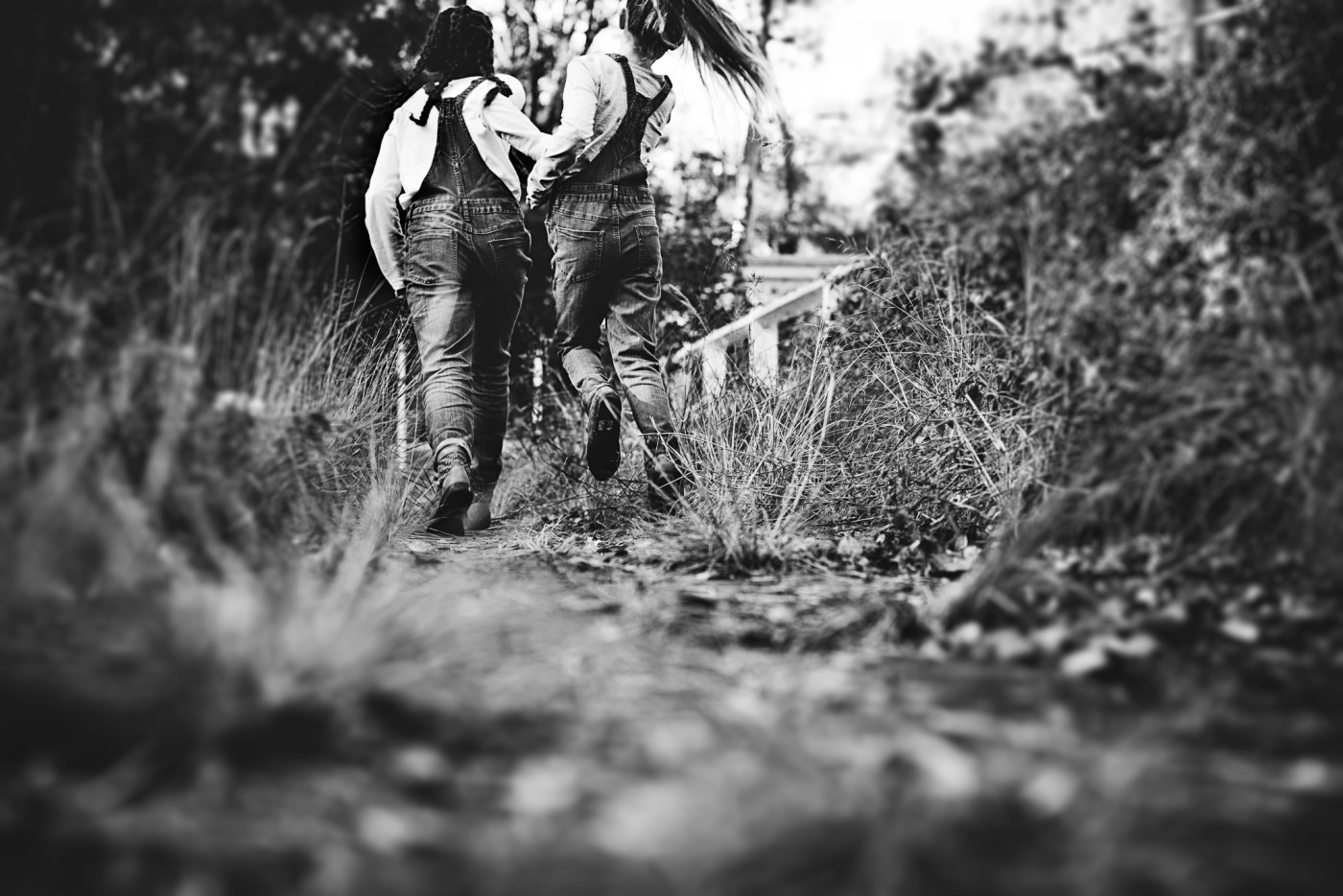 sydneyphotographer-sisters in overalls