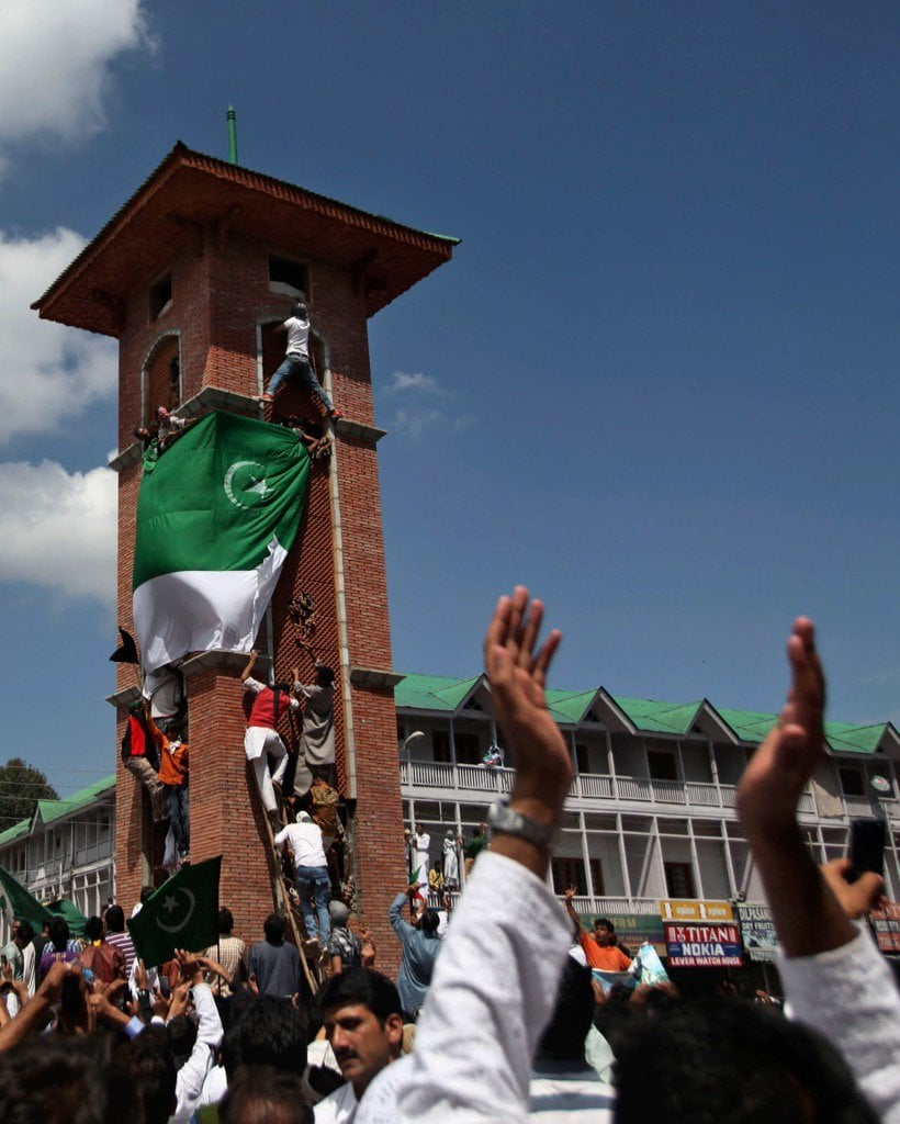pakistan-flag-in-kashmir