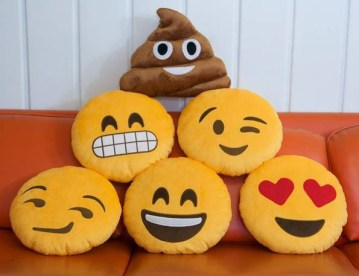 http://i0.wp.com/www.incrediblethings.com/wp-content/uploads/2014/04/emoji-throw-pillows-1.jpg?resize=359%2C276