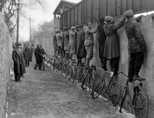 op de fietsen