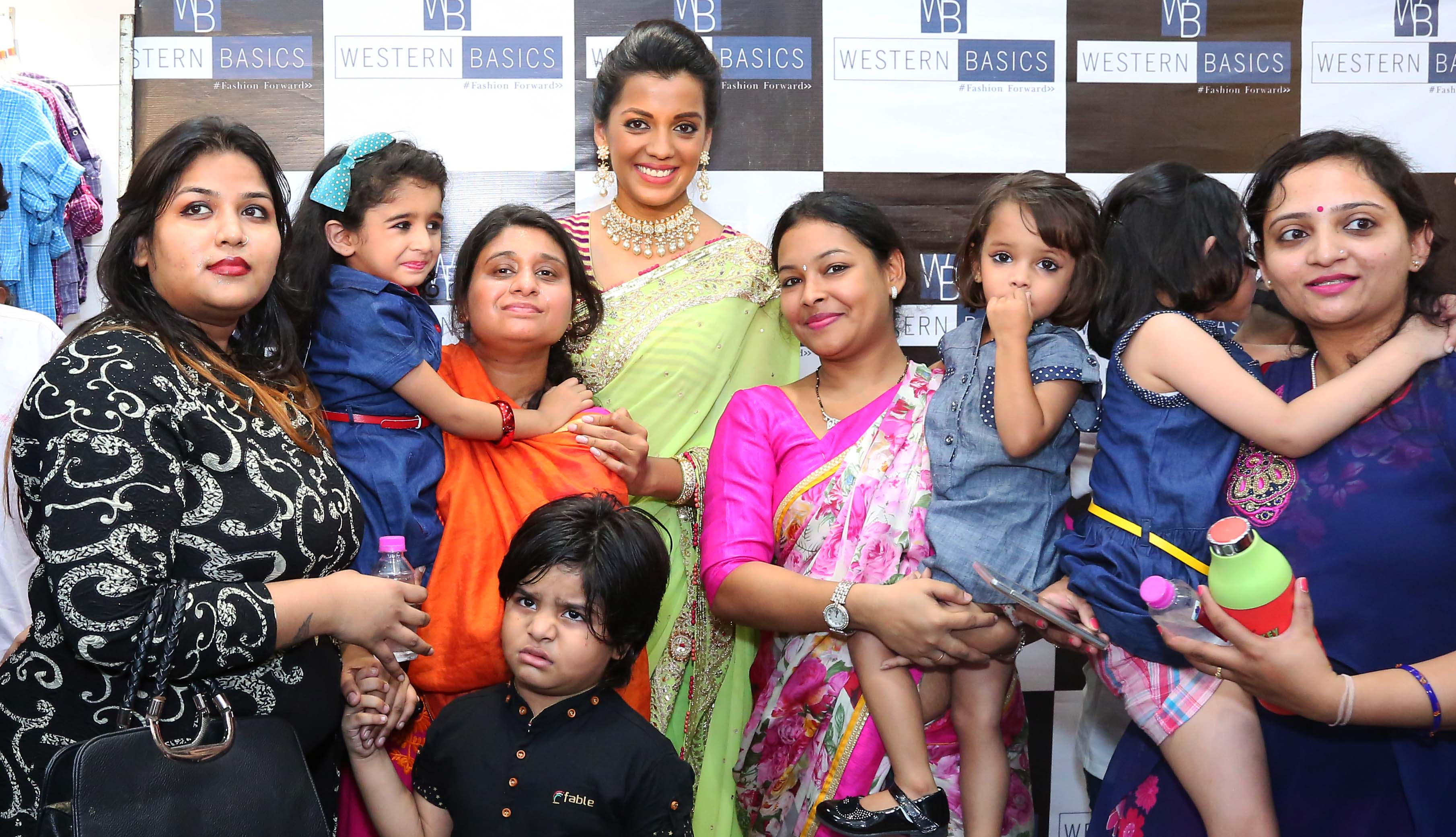 Mugdha-Godse-graced-the-inauguration-of-Western-Basics-Kids-Fashion-Wear-Store.4