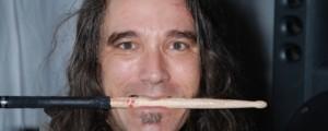Piden orden de captura para el ex baterista de Pearl Jam