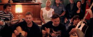 """Blur y Jimmy Fallon hacen una versión acústica de """"Tender"""""""