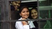 Junge indische Frauen Reisen am liebsten mit Freundinnen (hier in einem Bus in Delhi). Foto: Terry Feuerborn
