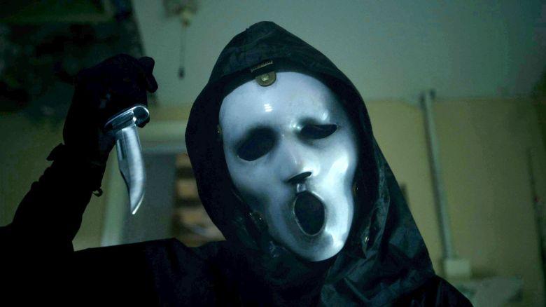 3d Centipede Wallpaper Scream Season 2 Finale Killer Behind The Mask Revealed