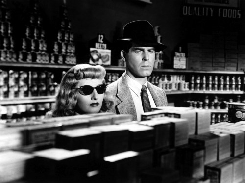 Editorial use only. No book cover usage. Mandatory Credit: Photo by Paramount/Kobal/Shutterstock (5884837ah) Barbara Stanwyck, Fred Macmurray Double Indemnity - 1944 Director: Billy Wilder Paramount USA Scene Still Mystery/Suspense Assurance sur la mort