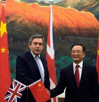 Dopo una notte d'amore sparisce il palmare del consigliere del premier britannico Gordon Brown. Sospettati gli 007 cinesi.