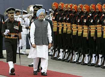 Pronto il Team di Manmohan Singh. Con 78 ministri è il più numeroso governo della storia dell'India