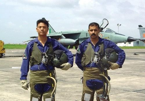 Metà degli armamenti indiani sono obsoleti. La Cina testa nuovi missili