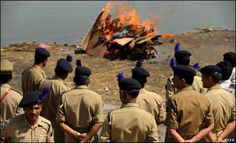 Scontro a fuoco di 24 ore in Jharkhand. Uccisi 12 Maoisti e un poliziotto