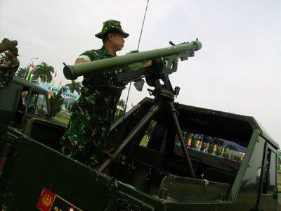 QW-3 milik Paskhas dipasang dalam platform tripod di kendaraan jip