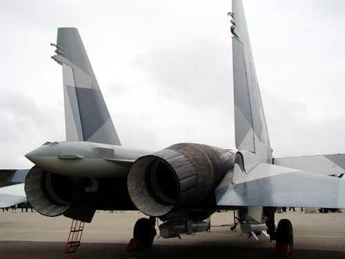 Nozzle Su-35 yang dilengkapi thrust vectoring.