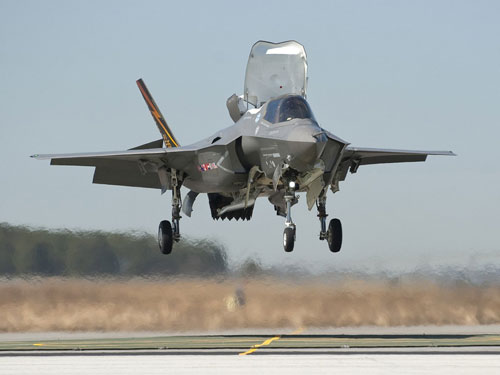 F-35 Lightning II, bisa lepas landas vertikal seperti Harrier.