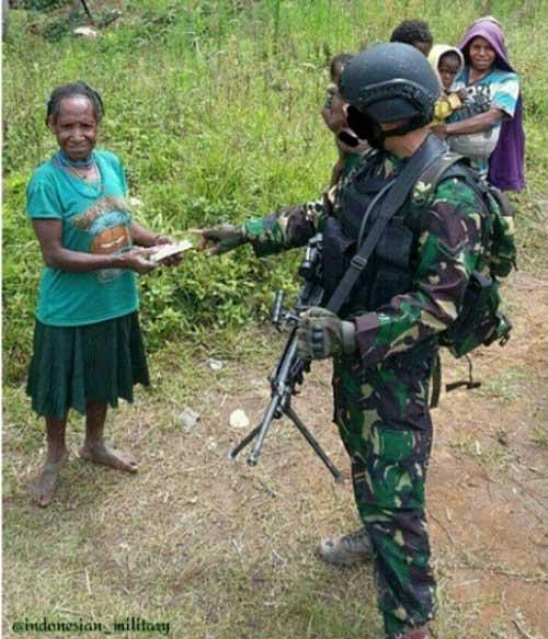 Prajurit Kopassus di Papua pun menggunakan Minimi.