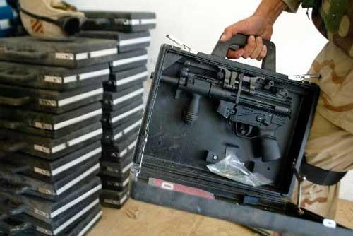 Beberapa koper MP5K yang disita pasukan AS di Baghdad, Irak.