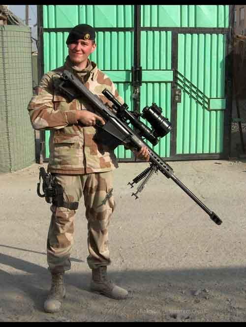 Pasukan Inggris dengan M82A1.