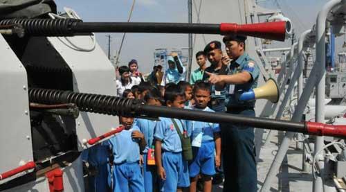 Kanon 2M3 25 mm twin gun pada KRI Tanjung Kambani 971