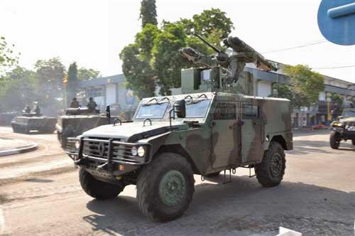 Sherpa Arhanud TNI AD dengan rudal Mistral pada HUT TNI 2014.