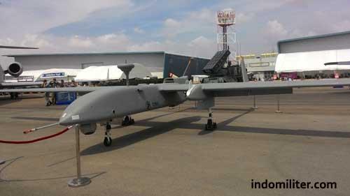 UAV Heron, drone yang sempat membuat polemik di Indonesia.