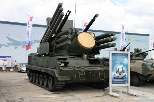 Selain basis truk, Pantsir S-1 juga ditawarkan dalam platform tank.
