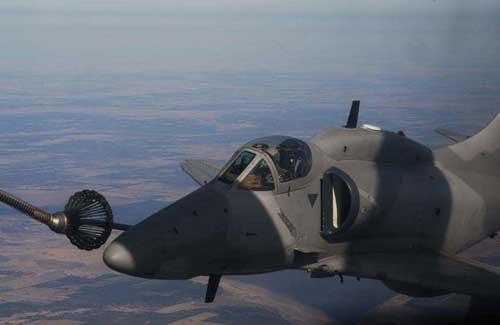 Jet_Fighter_A-4_Skyhawk_Refueling_Close
