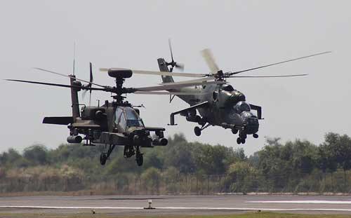 AH-64 Apache US Army dan Mi-35P TNI AD.