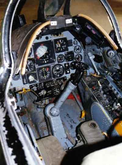 Tampilan dahboard kokpit A-4 E Skyhawk.