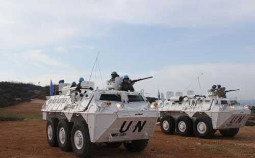 Anoa 6x6 dalam misi UNIFIL, nampak terpasang SMB M2HB 12,7 mm.