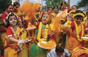HOLI HAI Come holi and the streets will reverberate with the chants . 550 x 355.Festivals Of India Essay In English