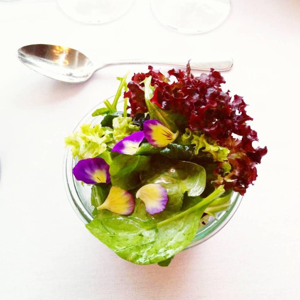 Mit Blumen schmeckt alles besser Dinner im Skt Petri Hotelhellip