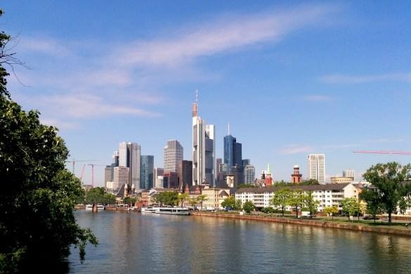 Skyline von Frankfurt bei der Frankfurt Blogger Reise und Blog Workshop im Radisson Blu Hotel Frankfurt.