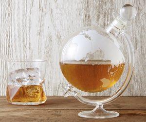 glass-globe-whisky-decanter