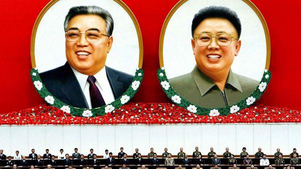 Kim Il-sung (izquierda), el fundador de Corea del Norte y su hijo, Kim Jong-Il (derecha), su sucesor