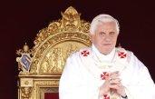 Découpler l'éthique de l'économie est un faux dualisme explique Benoit XVI